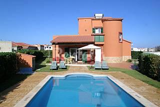 Villa Mare Nostrum, a 50 metri. spiaggia, mare Minorca