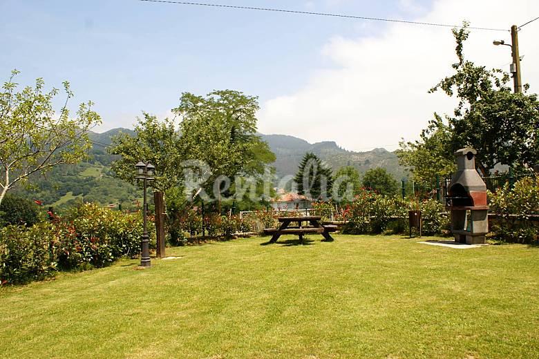 Casa de 2 habitaciones con jard n privado coviella for Casa jardin asturias