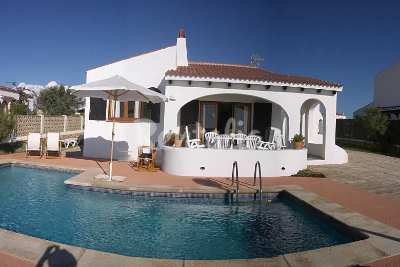 Precioso chalet con piscina primera l nea mar cap d for Casas vacacionales con piscina
