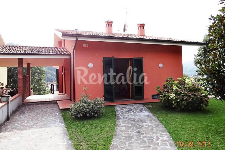 Villa gelsomino moderna con giardino e piscina san for Giardino villa moderna