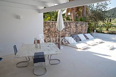Modern huis op de golfbaan met priv zwembad roca llisa santa eulalia del r o ibiza for Terras modern huis