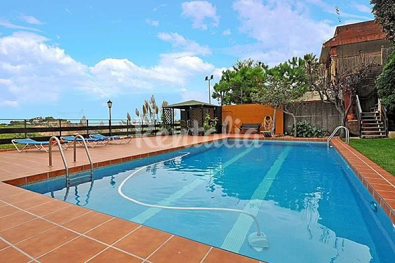 Casa en alquiler a 1000 m de la playa hutb 008317 for Casas con piscina barcelona alquiler