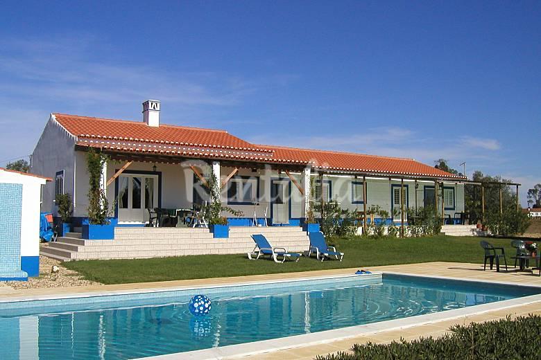 Apartamento para 4 personas con piscina ferreira do for Casa con piscina para dos personas