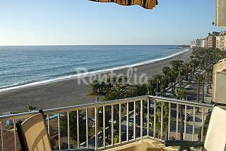 Apartment with 3 bedrooms on the beach front line Granada