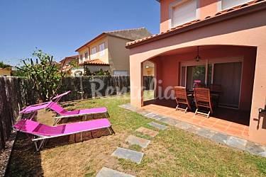 Casa de 3 habitaciones a 900 m de la playa cambrils for Apartamentos jardin playa larga tarragona