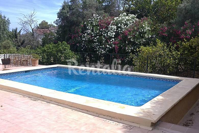 Villa con piscina privada cerca de playa fustera for Villas con piscina privada