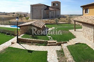 Conjunto de 7 casas rurales con piscina.  Burgos