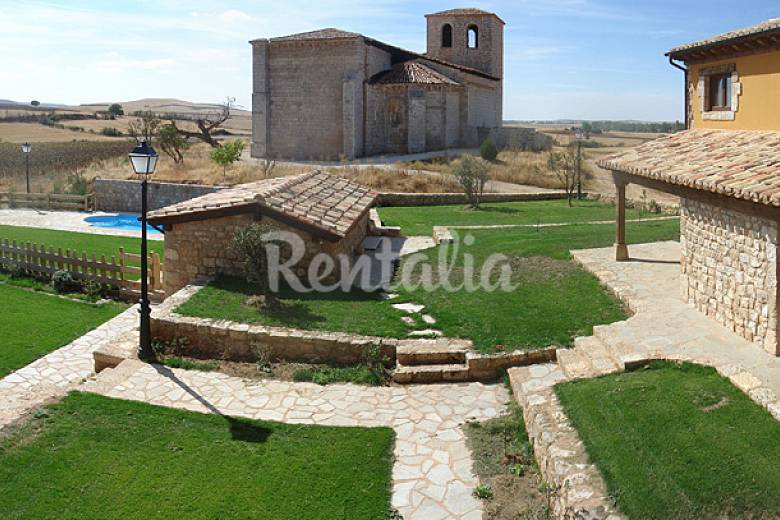 Conjunto de 7 casas rurales con piscina villalibado for Casas rurales con piscina en alquiler