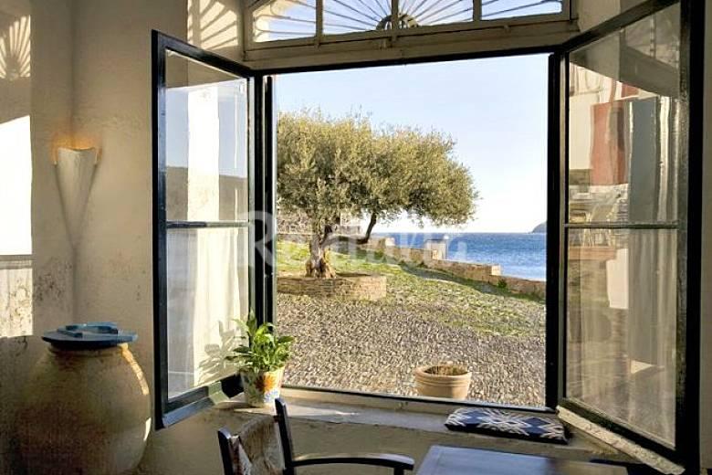 Casa con encanto en 1a l nea de playa cadaques cadaqu s - Casas rurales cadaques ...