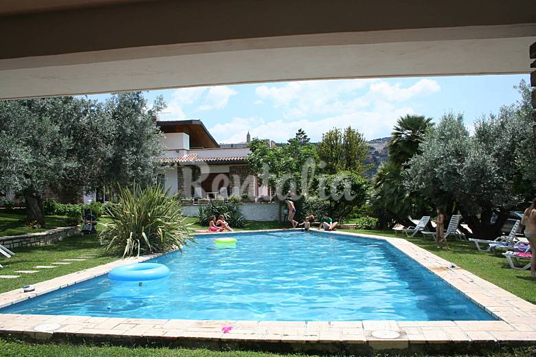 Villa in affitto con piscina tivoli roma - Villa con piscina roma ...