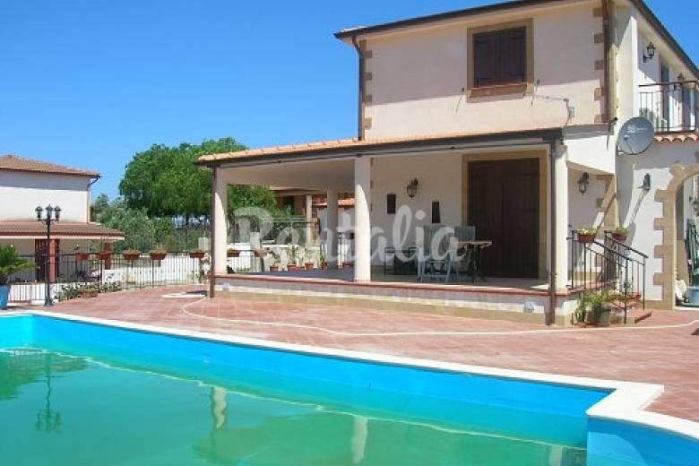 Villa indipendente con piscina balestrate palermo sud for Casa con 6 camere da letto in vendita vicino a me