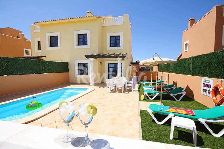 Lujosas villas piscina wifi a 5 m de la playa for Villas con piscina privada en fuerteventura