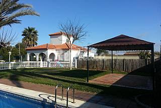 Casa 8 personas, piscina y pista padel vacaciones Cádiz