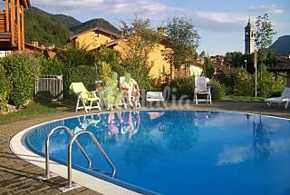En exclusiva residencia con piscina climatizada Bérgamo