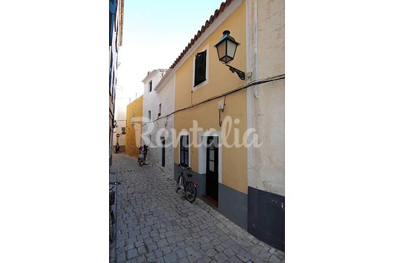 Casa restaurada en el casco viejo de ciutadella - Casas en menorca ...