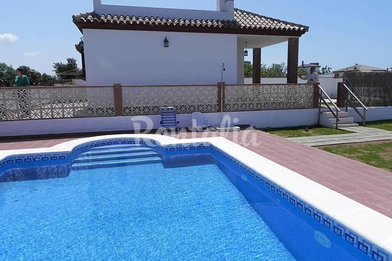 Casa paqui con piscina privada en conil conil de la for Casas con piscina en conil