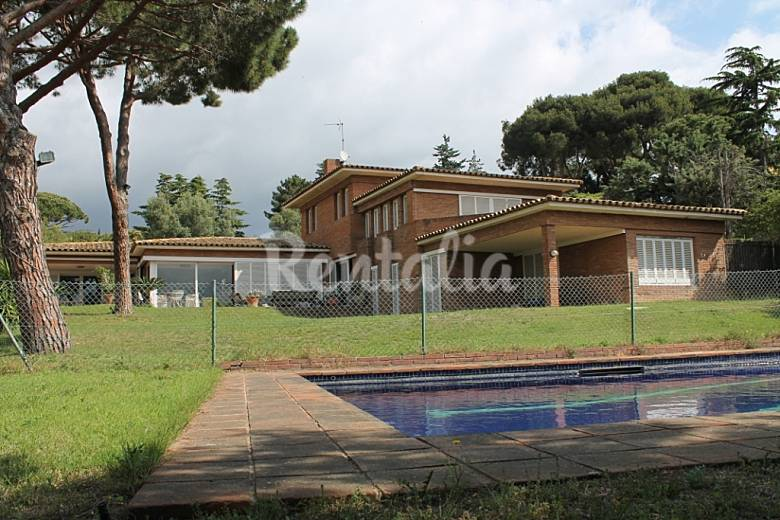 casa con jardin privado cerca de barcelona cabrera de