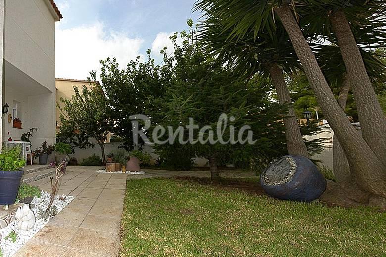 Casa de 2 plantas a 300 m de la playa miami playa mont for Apartamentos jardin playa larga tarragona