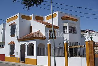 Townhouse with 2 apartments  250 m. from the beach Cádiz