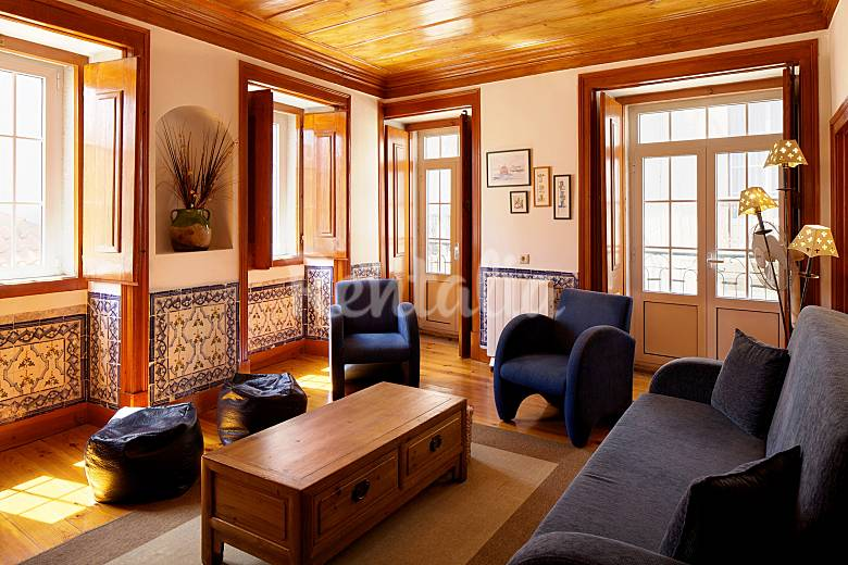 Azulejos: appartamento premiato a lisbona   santa catarina ...