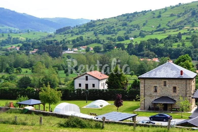 Gran villa con piscina cubierta 12 personas prases for Casa rural con piscina cubierta