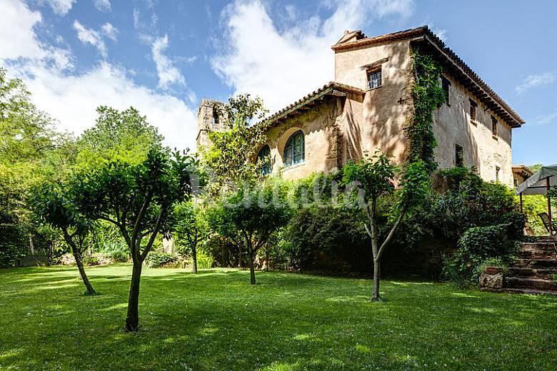 Gran mas a catalana de lujo con jardin y piscina sords for Jardines de lujo