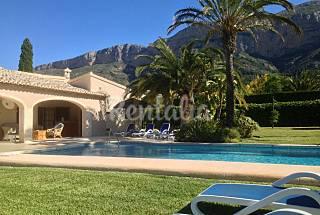 Villa de lujo con piscina climatizada y airconditi Alicante