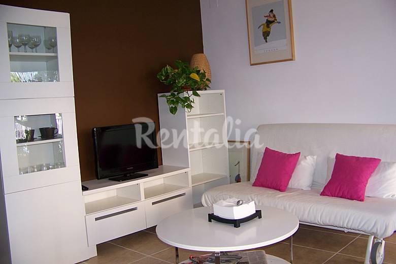 Apartamento para 2 4 personas en 1a l nea de playa las for Cocinas castellon precios