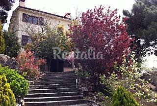 Charming Villa for 8-10 people w/ beautiful views Madrid