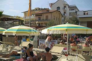 2 Apartamentos para 9 personas en 1a línea de playa Forlì-Cesena