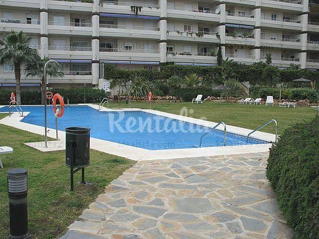 Apartamento en alquiler con piscina marbella m laga for Piscina publica malaga