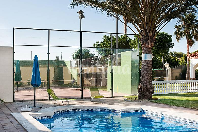 Casa 8 personas piscina y pista padel vacaciones la for Piscinas picornell padel