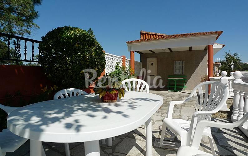 Casa con terraza y barbacoa en la playa o terron for La terraza de la casa del soldado