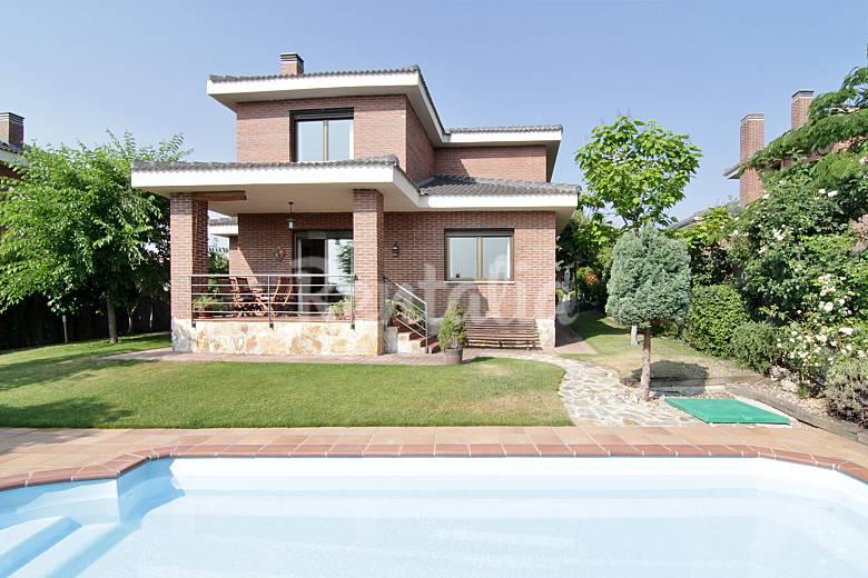 Chalet individual con piscina y jard n guadalix - Jardines de chalet ...