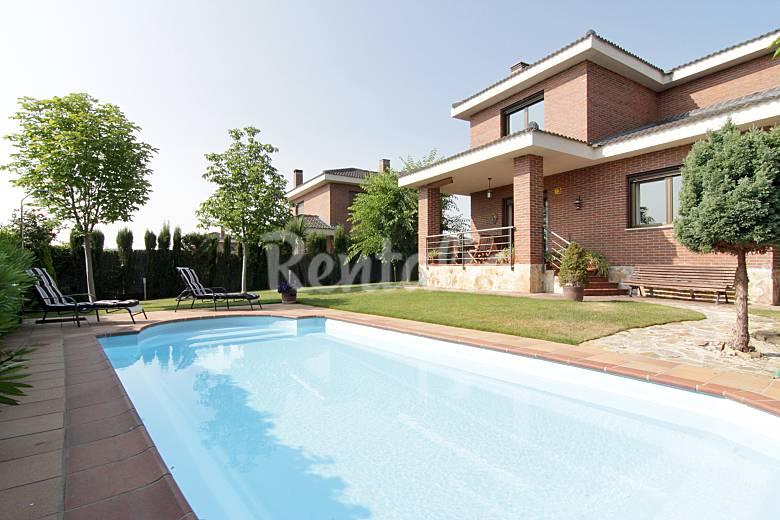 Chalet individual con piscina y jard n guadalix - Fotos jardines con piscina ...