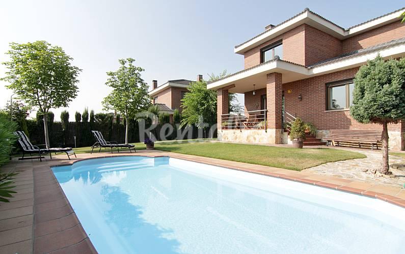 Casa in affitto con piscina guadalix de la sierra madrid for Piscinas en la sierra de madrid