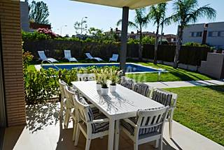 Villa individual con gran jardin y piscina privada Tarragona