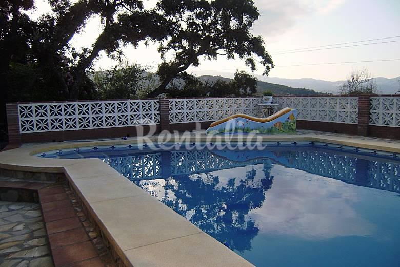 Casa en alquiler con piscina guaro m laga parque for Alquiler de casa con piscina en sevilla fin de semana