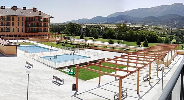 Nuevo piscina y parking gratis jaca huesca pirineos for Piscina jaca
