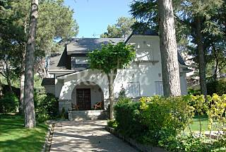 Villa for rent with private garden Madrid