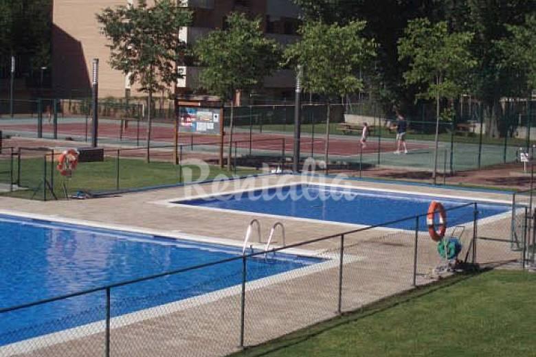 Piso en alquiler en jaca cerca de ast n piscina jaca for Piscina jaca