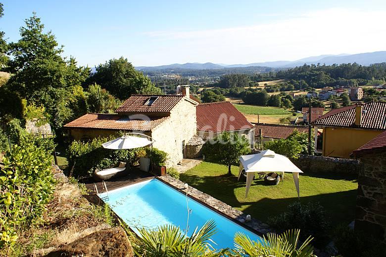 Casa con jard n y piscina vt 00063 santiago de for Apartamentos con piscina en alcoceber