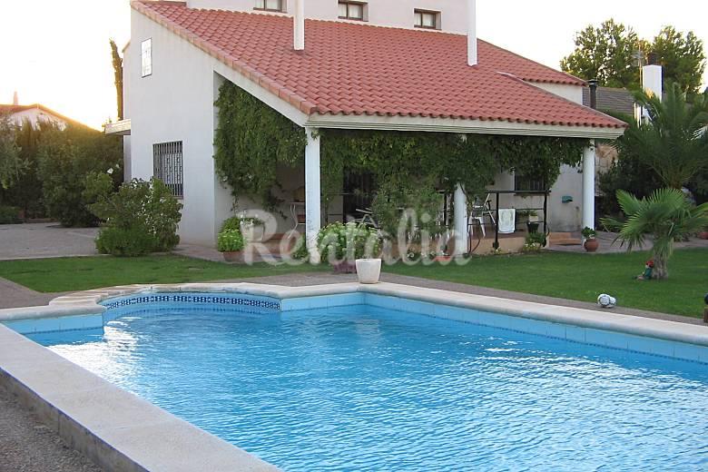 Villa para 6 7 con piscina privada urbanizacion san for Piscina san antonio