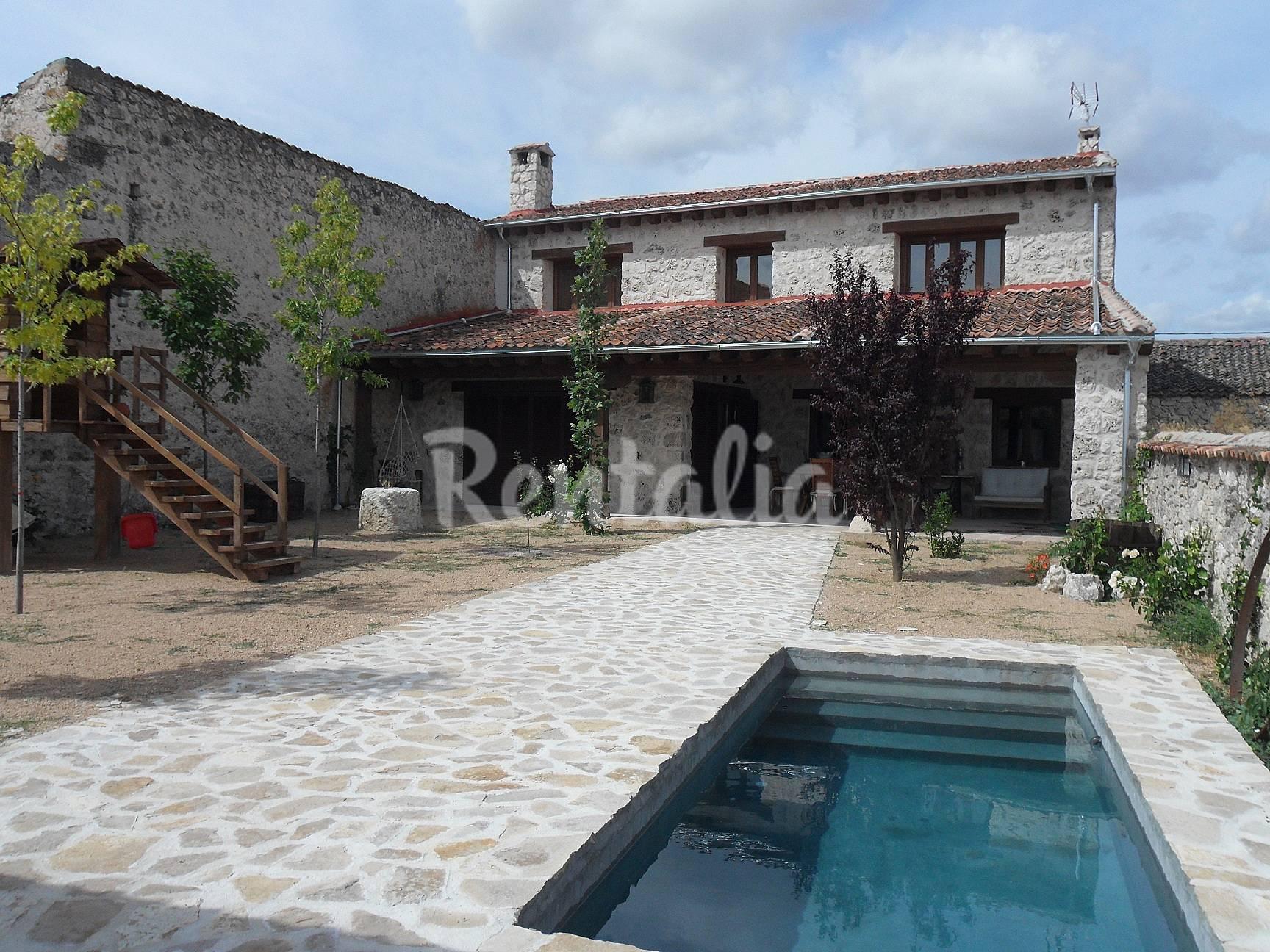 Casa en alquiler con piscina cozuelos de fuentidue a for Hoteles segovia con piscina