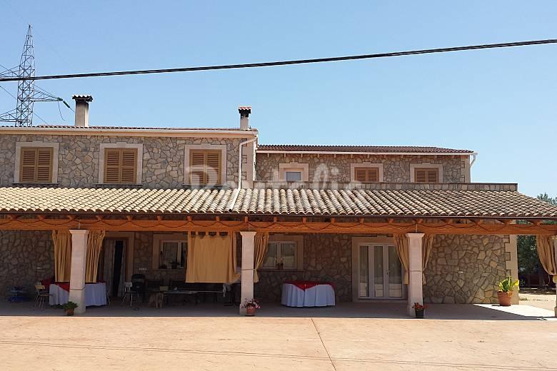 Casa adosada con piscina biniali sencelles mallorca for Casas vacacionales con piscina