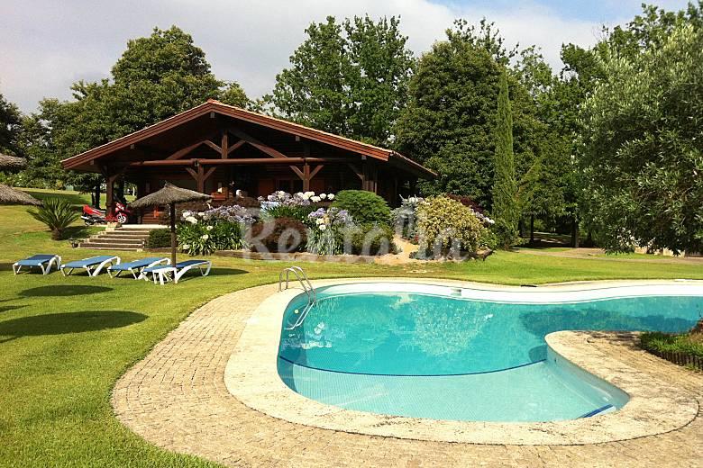 preciosa casa de madera con piscina privada areas