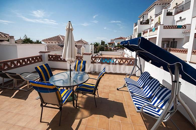 Magn fico apartamento cerca playa piscina y garaje nerja for Piscina publica malaga