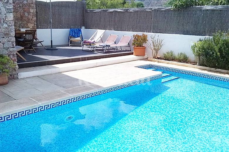 Casa de dise o con piscina de agua salada wifi for Casa ciudad jardin almeria