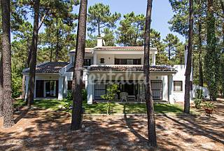 Villa for rent 3 km from the beach Setúbal