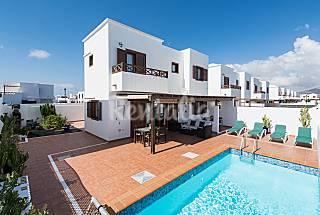 Villa con piscina climatizada y gran pergola.wifi. Lanzarote